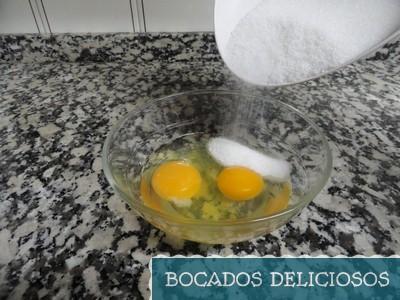 batimos los huevos con el azucar