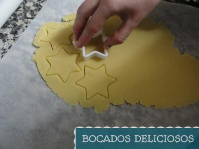 cortamos las galletas con cortapastas