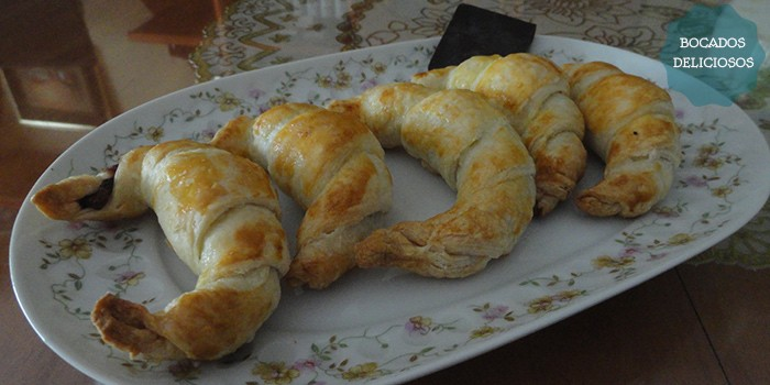 Croissants con chocolate