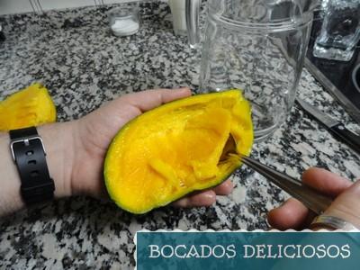 sacamos el mango con una cuchara