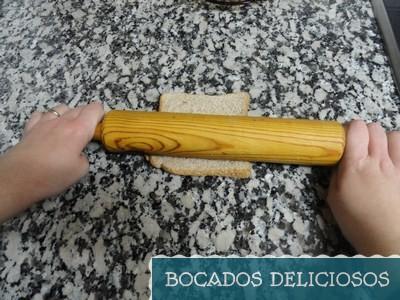 aplastamos el pan con un rodillo