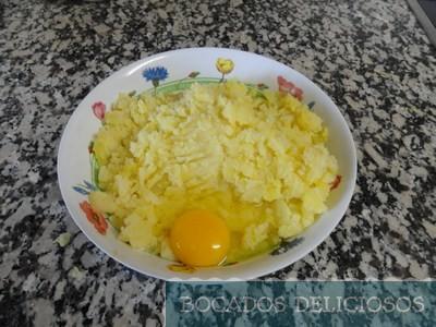 echamos huevos a las patatas