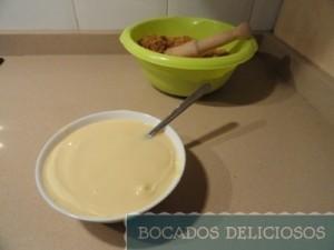derretimos y mezclamos chocolate blanco con leche condensada