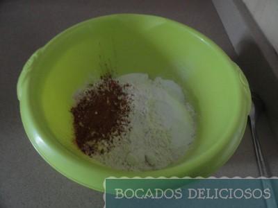 Añadimos harina, levadura, canela y bicarbonato